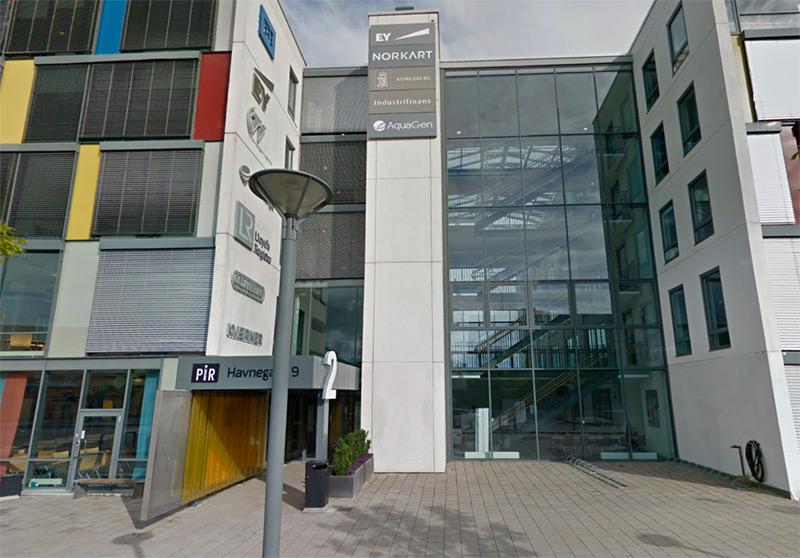 PIR-senteret inngangsparti ligger på vest-fasaden i den nordlige enden av bygget