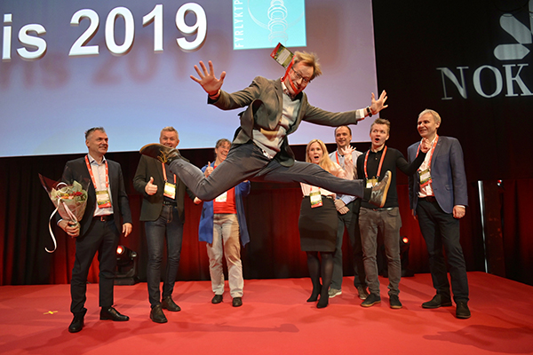 Hoppende glad vinner fra Brønnøysundregistrene
