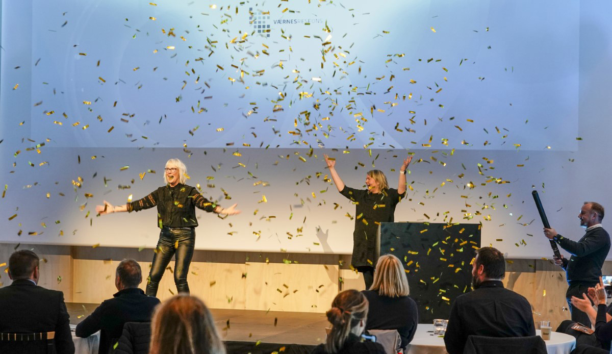Værnes Respons vinner Fyrlyktprisen 2020: Elin Wikmark Darell, Solrunn Hårstad og Trond Lundemo (med konfetti)